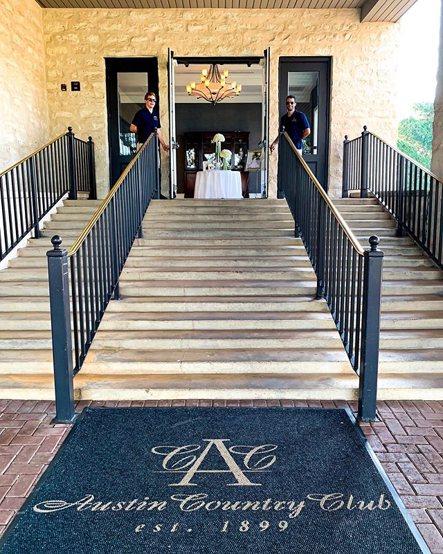 Wedding vibes out at @austincountryclubtx this past weekend! We enjoyed being out there as always, and we are thankful we were able to help prove valet at this beautiful wedding!