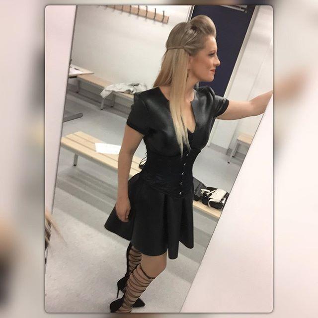 Karseeta selfiesäätöä pukkarissa #väliaika #pitäähänmunnytsomettaa #heavyclassics