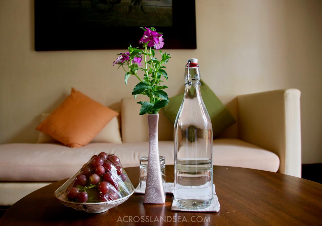 Ana Mandara Fruit Bowl and Water