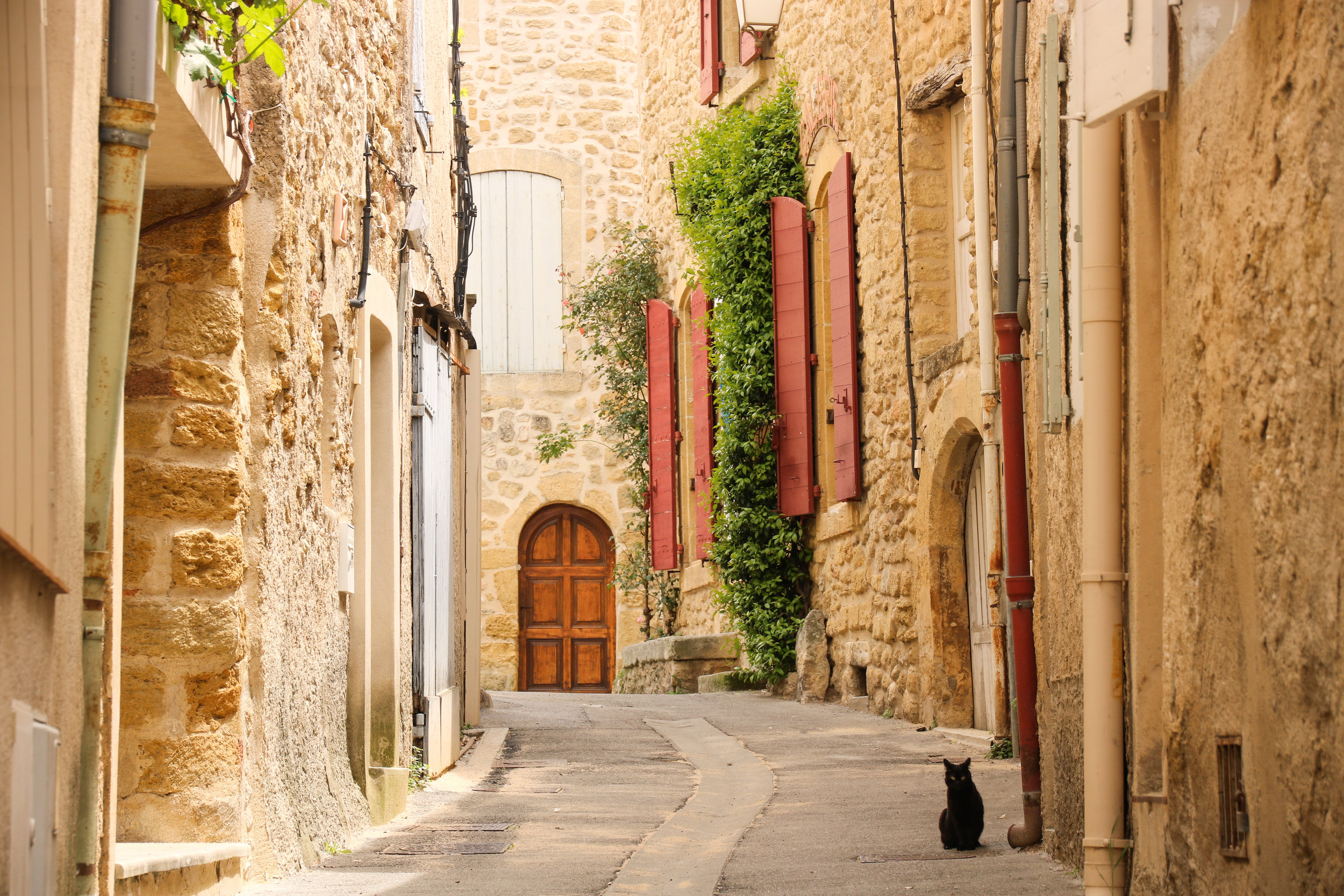 Ménerbes. Where to visit in the Luberon. Across Land & Sea