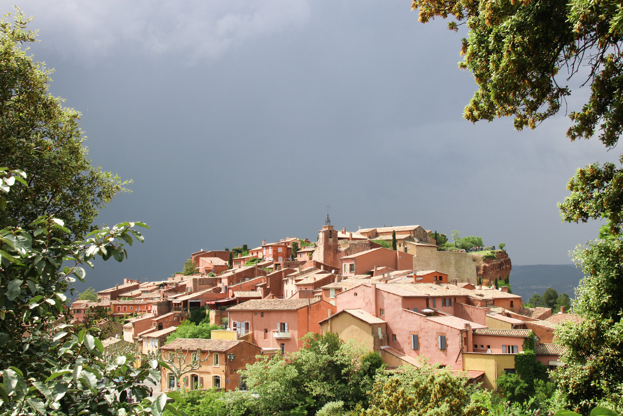 Roussillon. Where to visit in the Luberon. Across Land & Sea