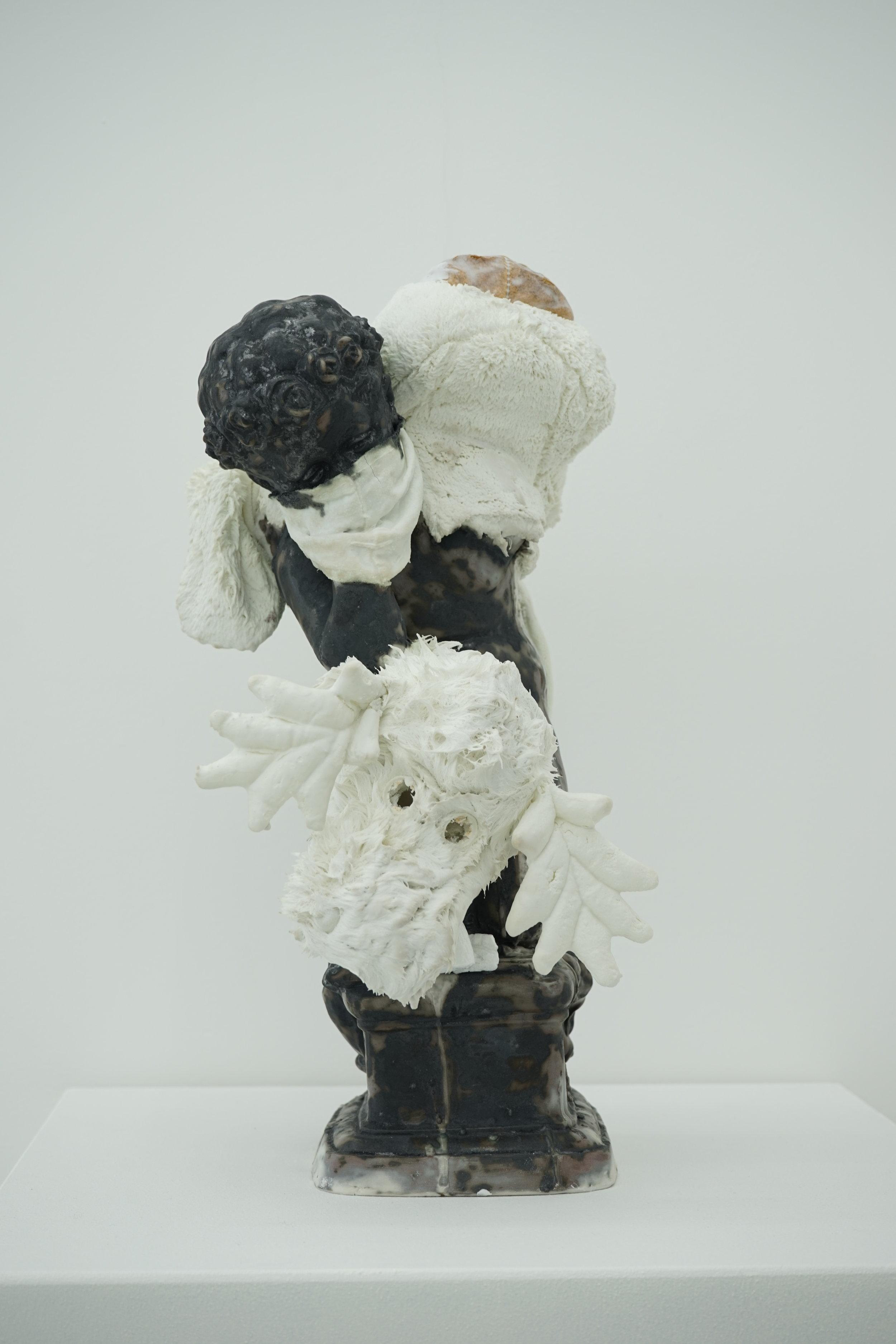 Untitle , 2016, porcelain, 42 x 34 x 28 cm