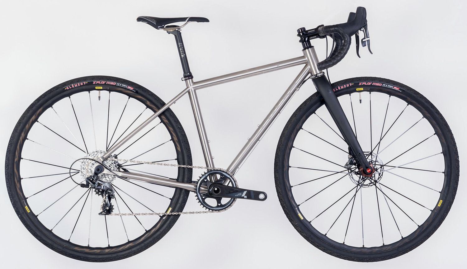 This bike is one of the Honey Allroads titanium bikes, a bike that was seen under many riders for the Honey 100 since it's most perfectly suited to gravel and mixed terrain riding.
