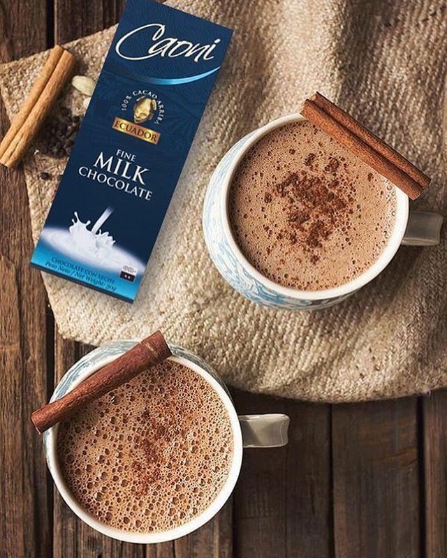 Estas tardes de frío se curan con un chocolate caliente de Caoni Chocolate  #caonichocolate #premiumchocolate #milkchocolate #ecuadorianchocolate #bestchocolateintheworld #allyouneedisecuador