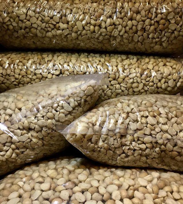 Listas las macadamias para nuestra próxima producción! Todos nuestros ingredientes son 100% naturales, ecuatorianos y artesanalmente producidos.