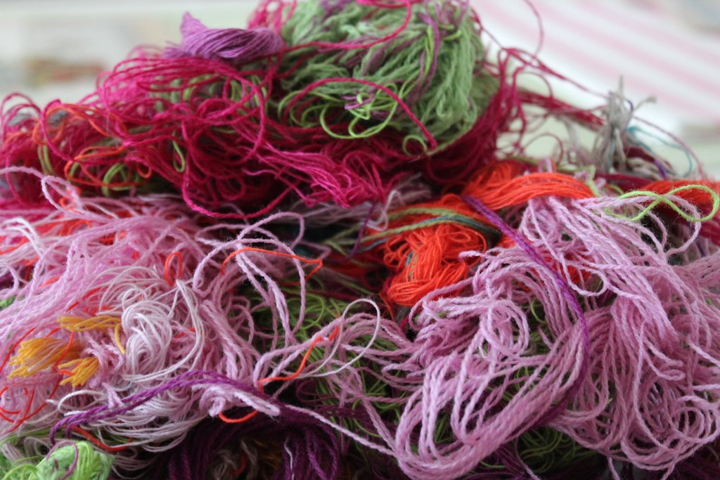 The weavers at the mill sometimes invite visitors to rummage through the bins beneath the looms....I didn't need to be asked twice...I left nothing behind! A little bit of patience and what started out as one serious mess of fibres turned into neat little row of skeins :-)