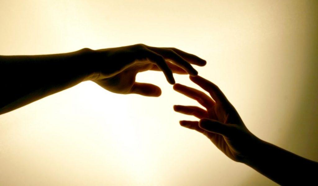 love_holding_hands_wallpaper_free_desktop-2xxzj25pfphfs2arwbqpsa.jpg