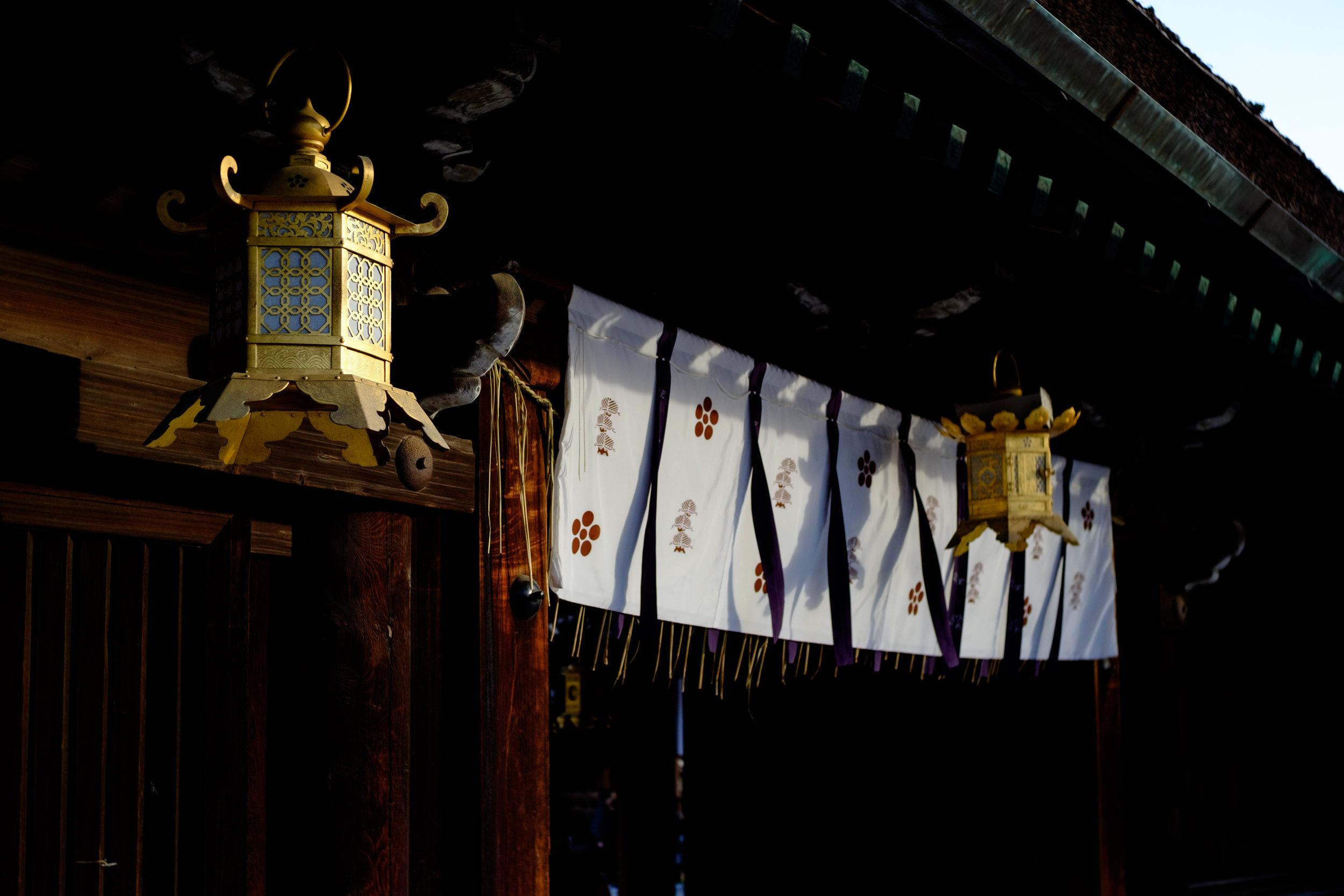 夕日に香る北野天満宮.JPG