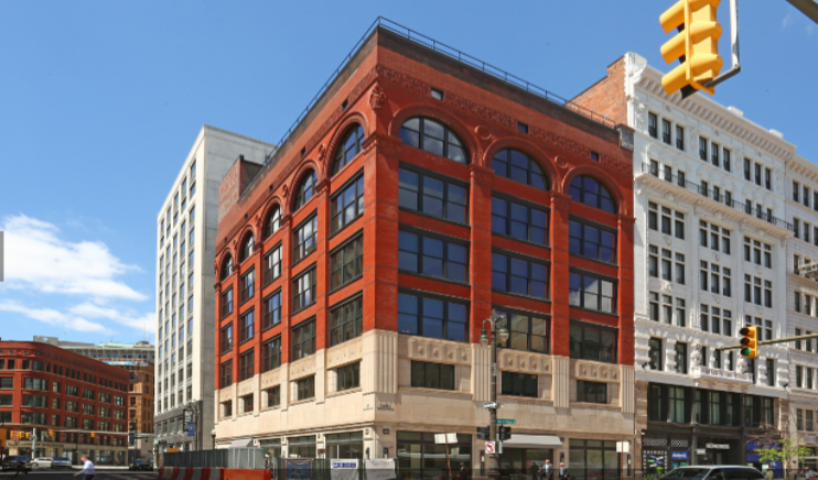 Owner: Elliot Building, LLC Market Sector: Multi-Family, Commercial Construction Type: Historic Rehabilitation & Renovation Location: Detroit, MI Size: 43,000 SF Year Completed: 2017