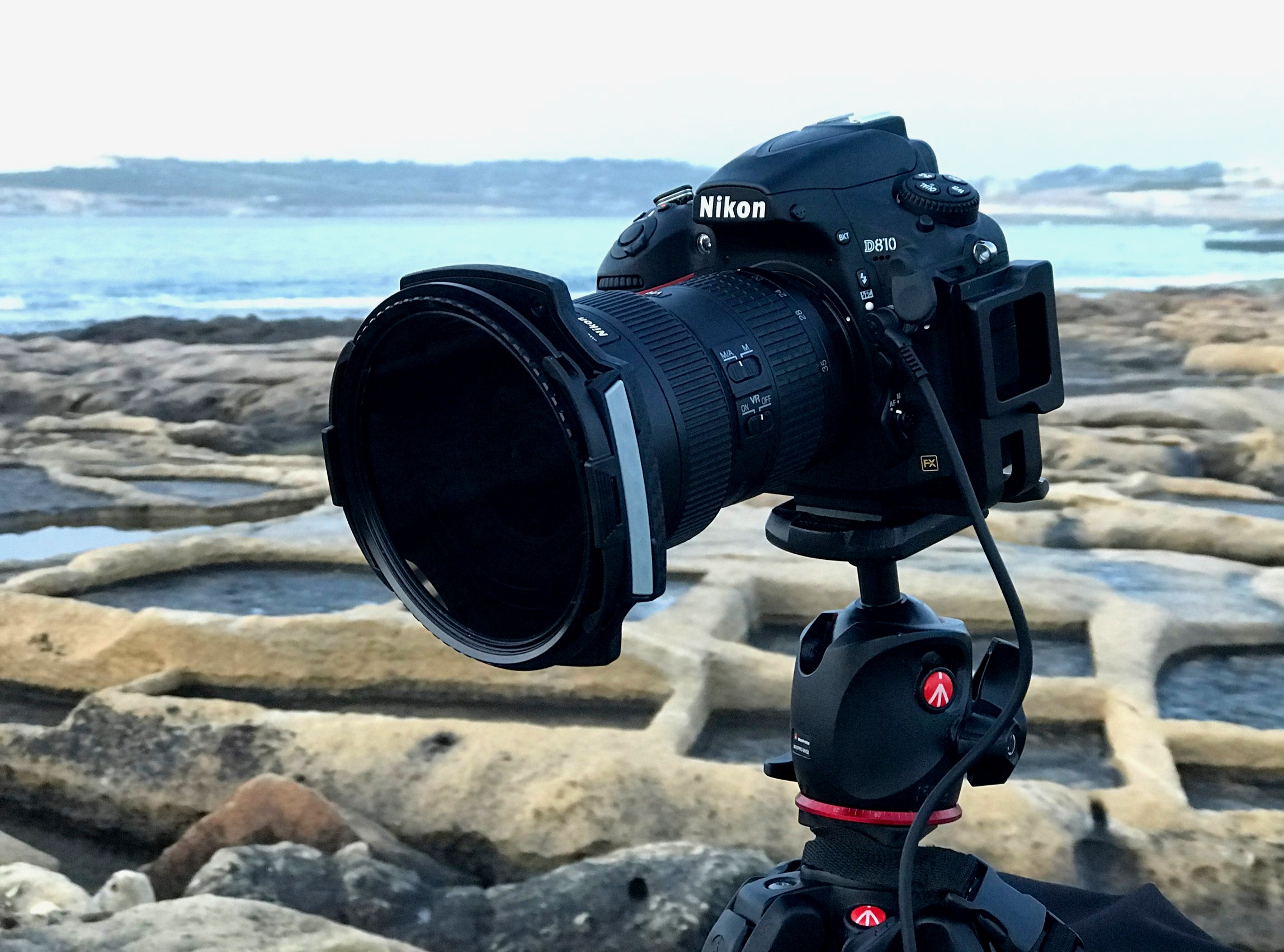 LEE100 holder with 2 guide-blocks and polariser mounted on Nikon D810 with Nikkor 16-35mm f4