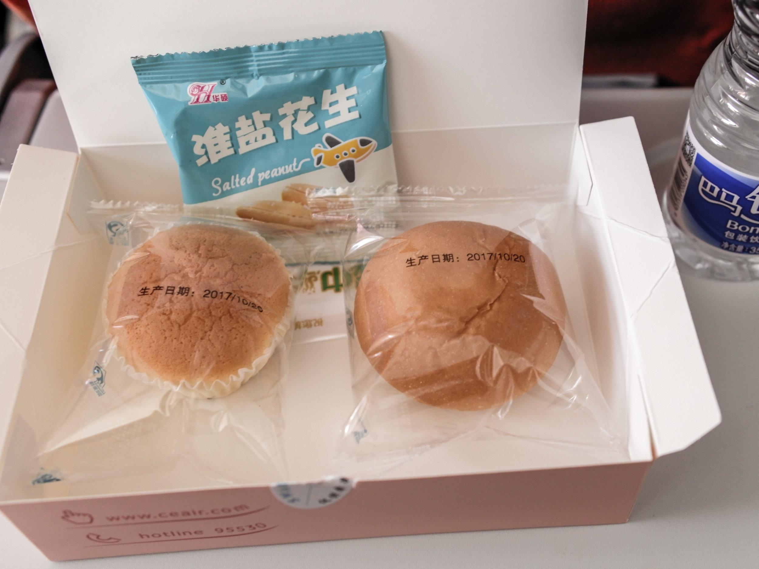 China Eastern Boeing 737 - snack box