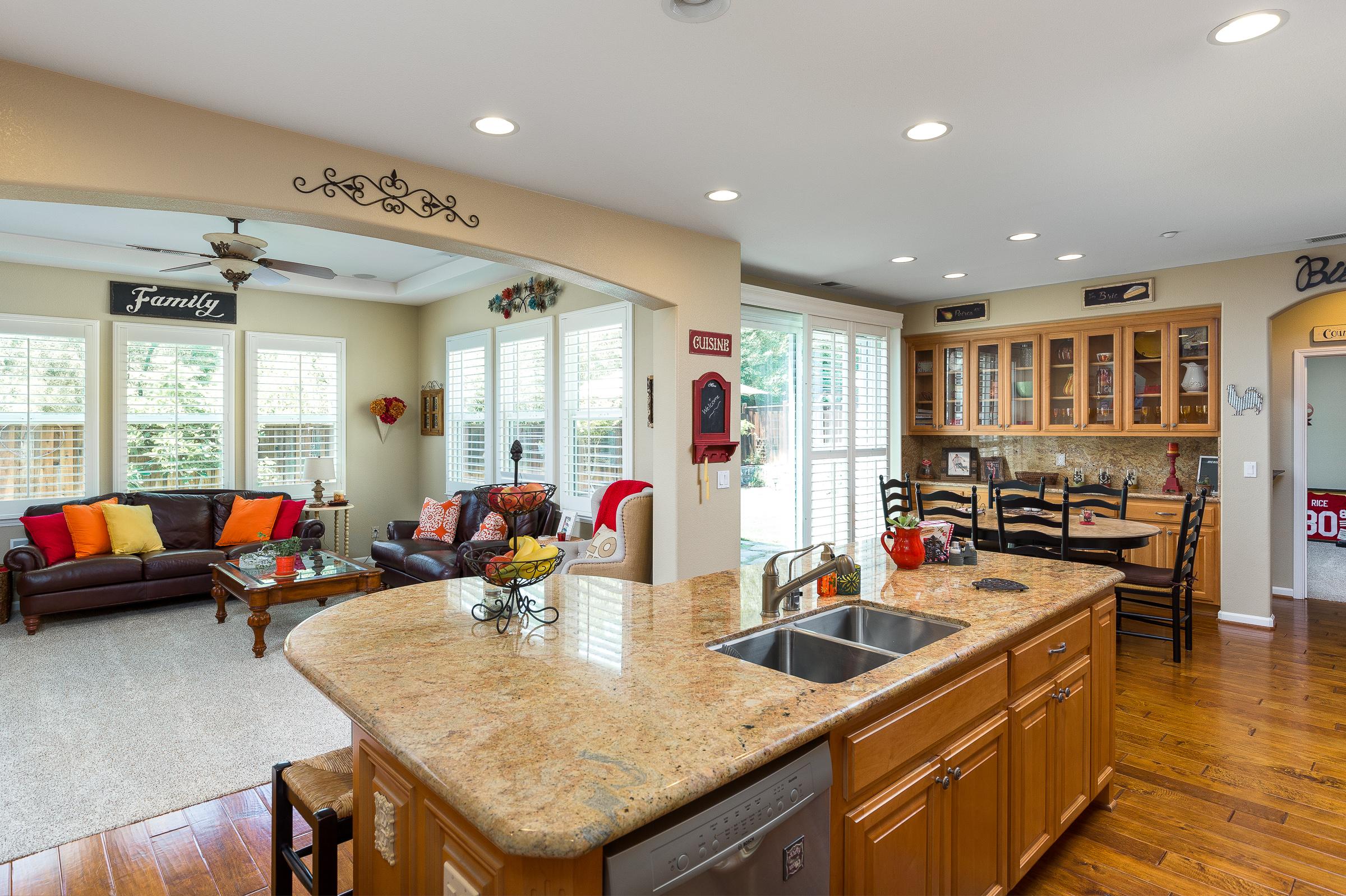 Kitchen_Living Room.jpg