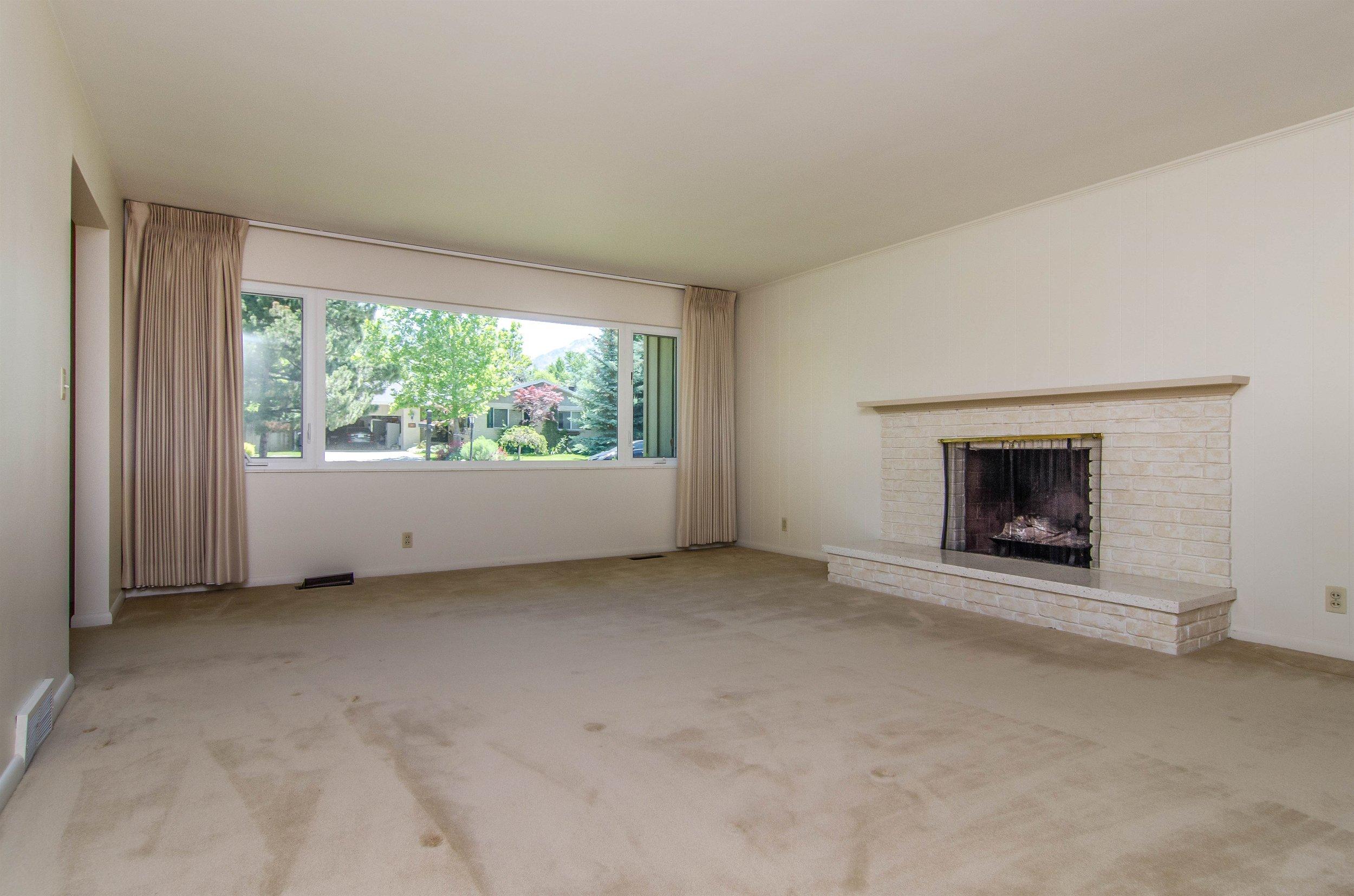 003_Living Room .jpg
