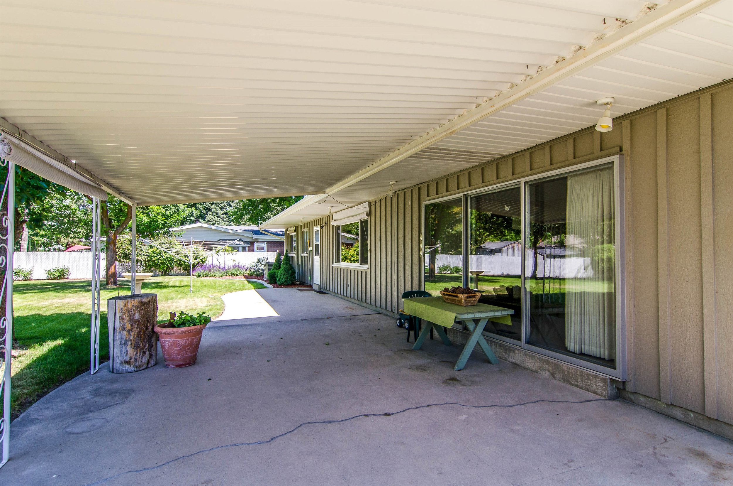 022_Covered Patio.jpg