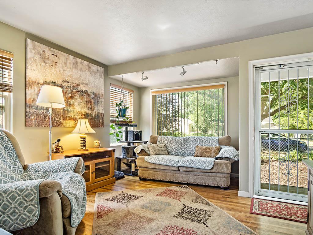 3 living room 1.jpg