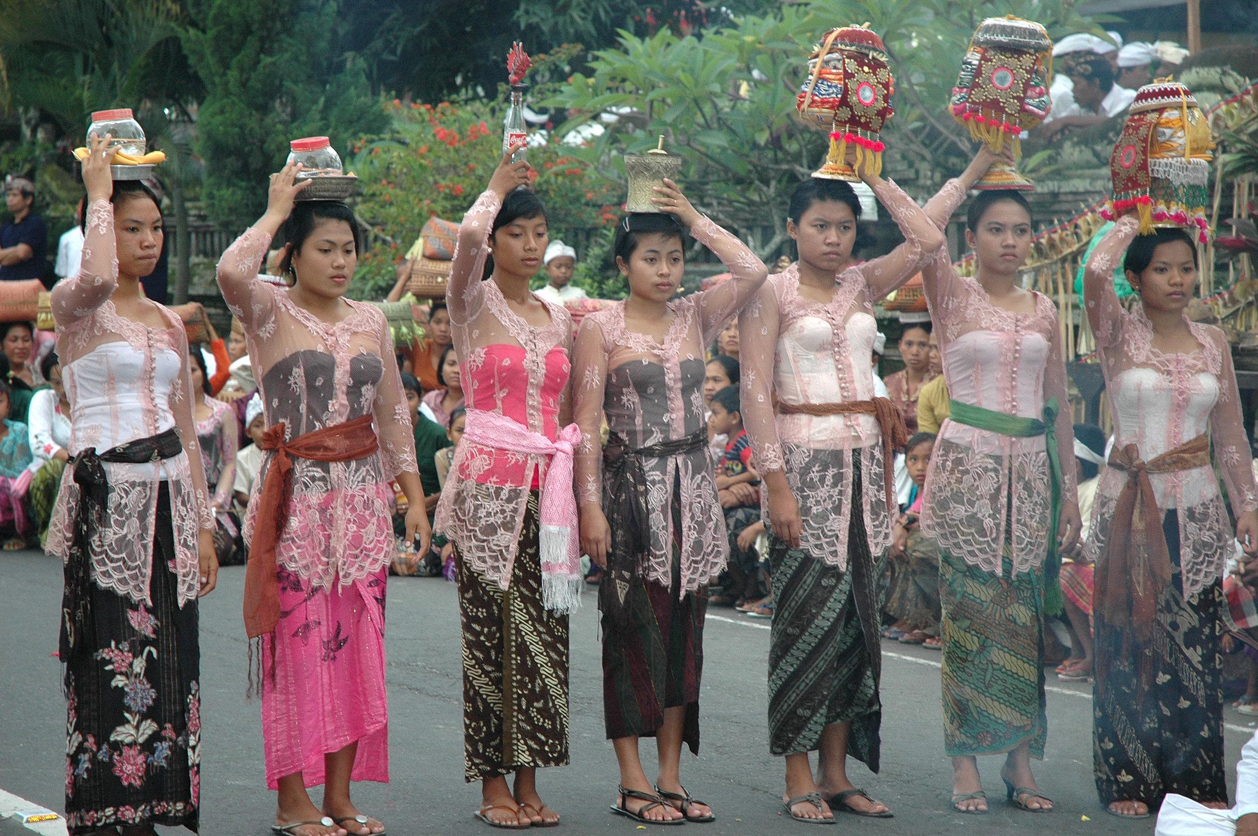 Bali, Java
