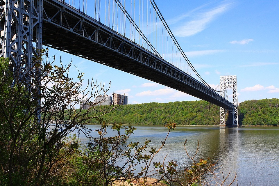 Between 5.5 and 12.1 million tons of food are transported to and from the city daily via the George Washington Bridge. Image credit: Public Domain