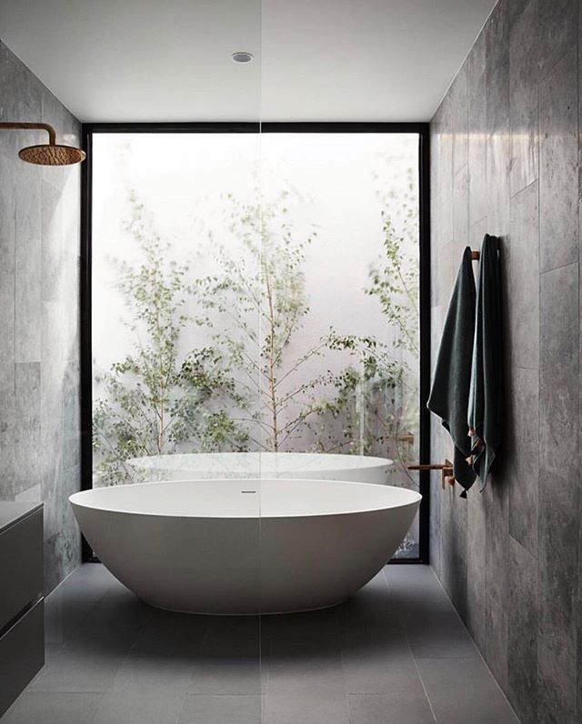 Bath with a view anyone?? A full height window to a courtyard garden adding the perfect amount of natural light 💡  A great place to relax and switch off from the world 🛁 ⠀⠀⠀⠀⠀⠀⠀⠀⠀