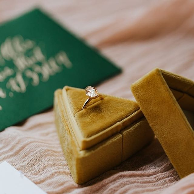Gorgeous rings in boxes with gold calligraphy all day errday please!💍 ⠀⠀⠀⠀⠀⠀⠀⠀⠀ ⠀⠀⠀⠀⠀⠀⠀⠀⠀ Photographer | @angieandmarko Stationery | @handsofhollis Calligraphy | @wordsmadesemple Bride | @imlaurenallen Groom | @nathangwaters Hair + Makeup | @mistibluday Dress | @siradpion Cake | @annahightower Signage | @chicsigndesigns Florist | @fernandcurldesigns Ring | @rawbyoliviamar Decor | @flockdecor Ring box | @thevelvetgardenringbox Video | @uptownandmore Venue | @theedisonweddingsevents ⠀⠀⠀⠀⠀⠀⠀⠀⠀
