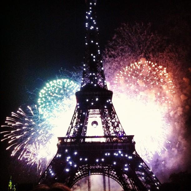 So I saw this last night - Le Tour Eiffel pendant Le Quatorze Juillet.   Traveling alone is interesting, mais je pense que la ville de lumieres, la ville de romance serait plus mieux si mon petit ami etait ici avec moi.