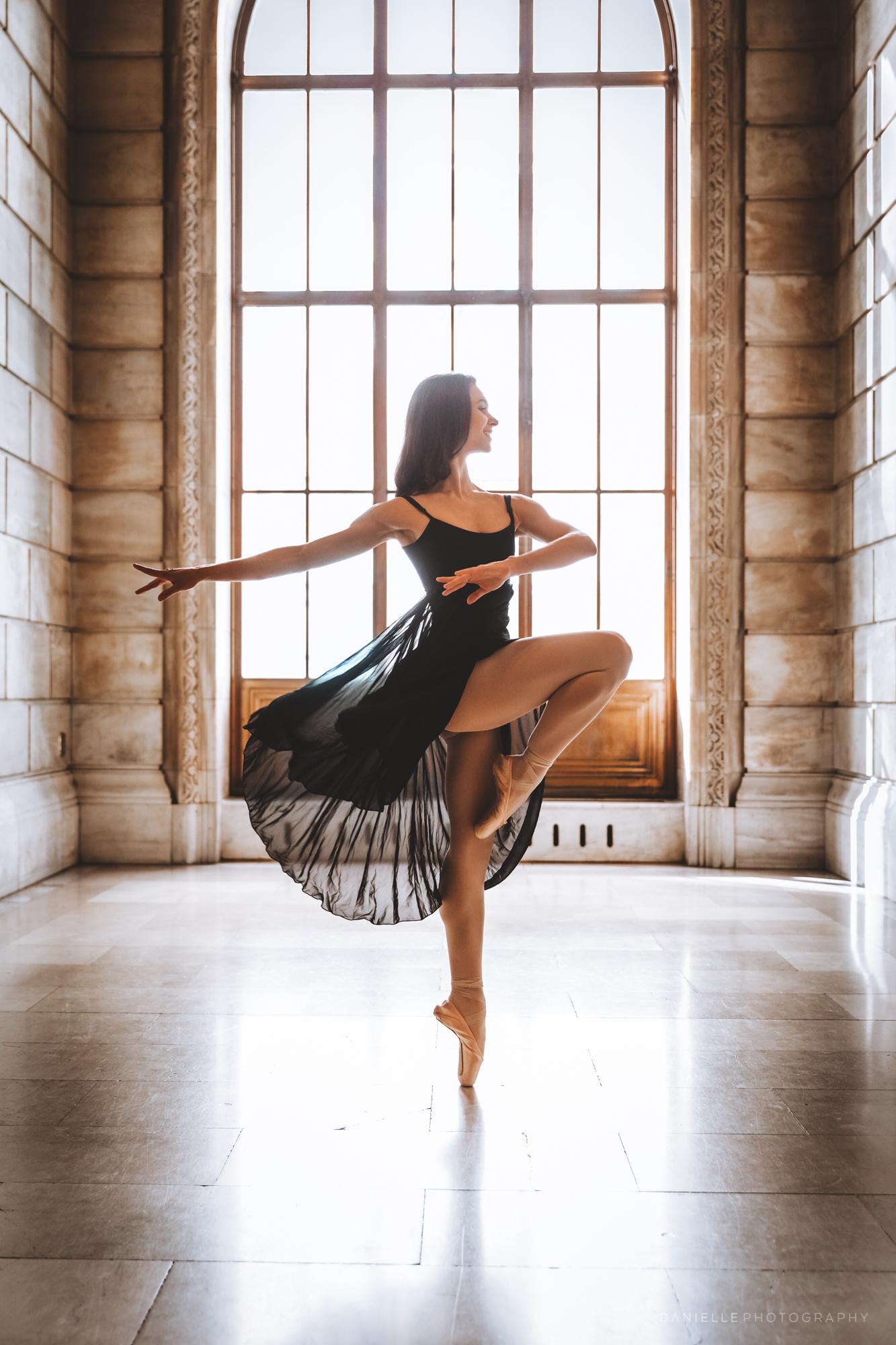 @DaniellePhotographySA_Ballerina_Photoshoot_NYPL-23-20.jpg