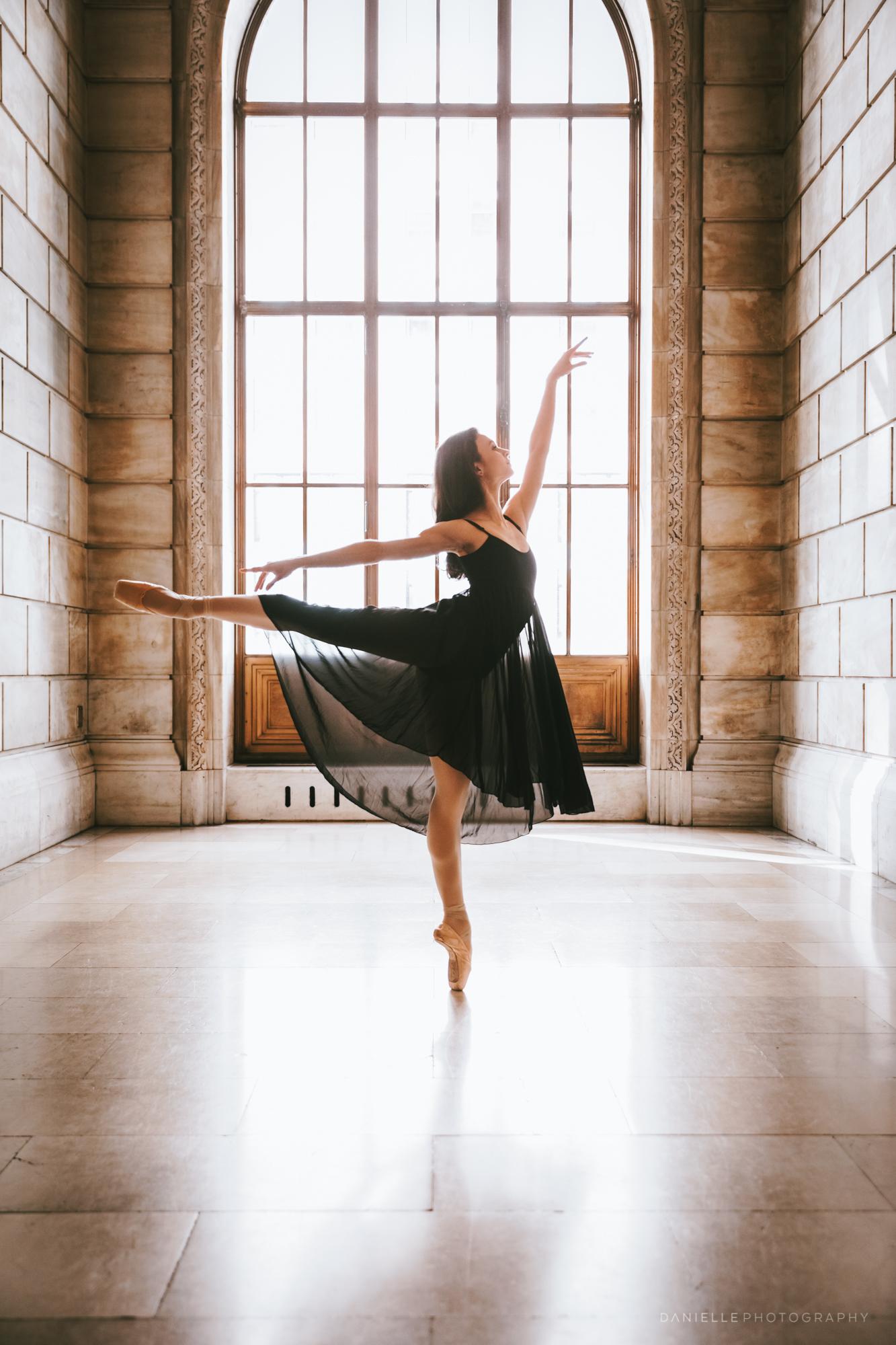 @DaniellePhotographySA_Ballerina_Photoshoot_NYPL-23-21.jpg