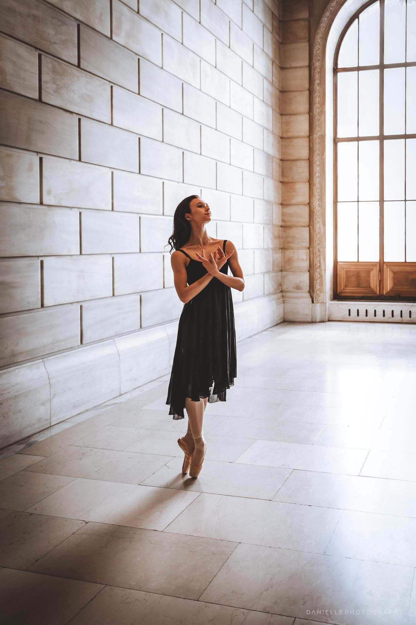 @DaniellePhotographySA_Ballerina_Photoshoot_NYPL-23-22.jpg
