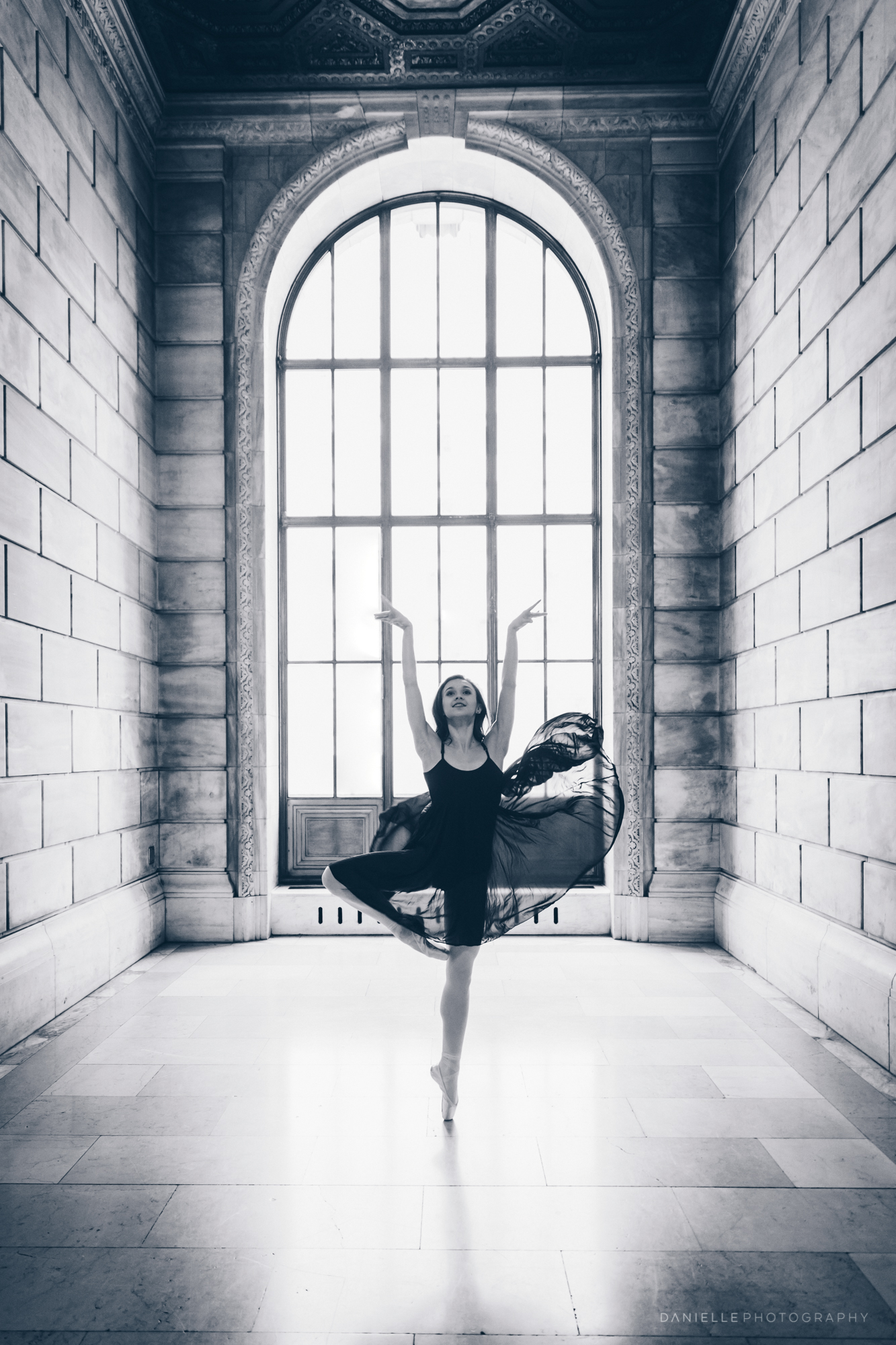@DaniellePhotographySA_Ballerina_Photoshoot_NYPL-34.jpg