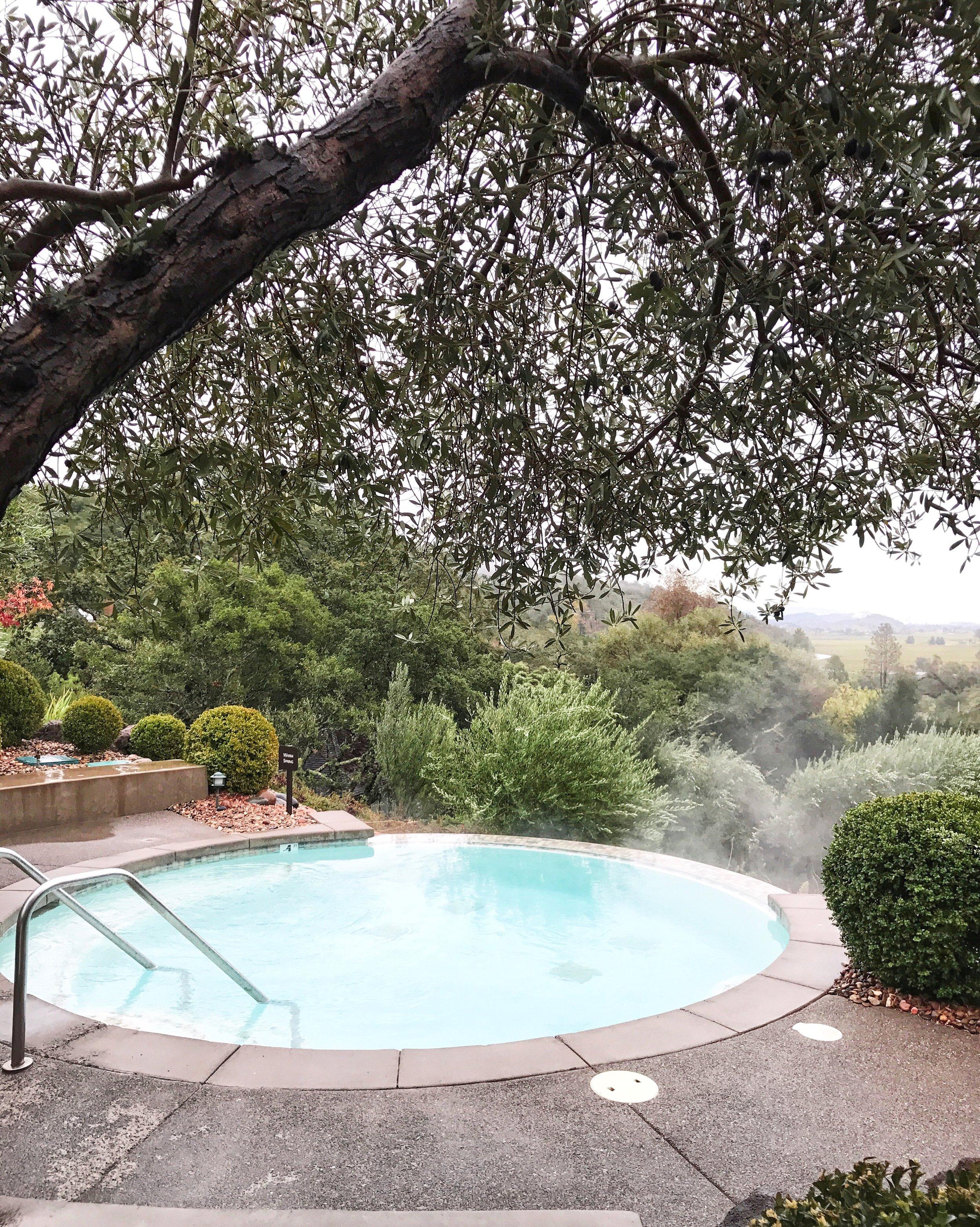 Temperate soaking pool