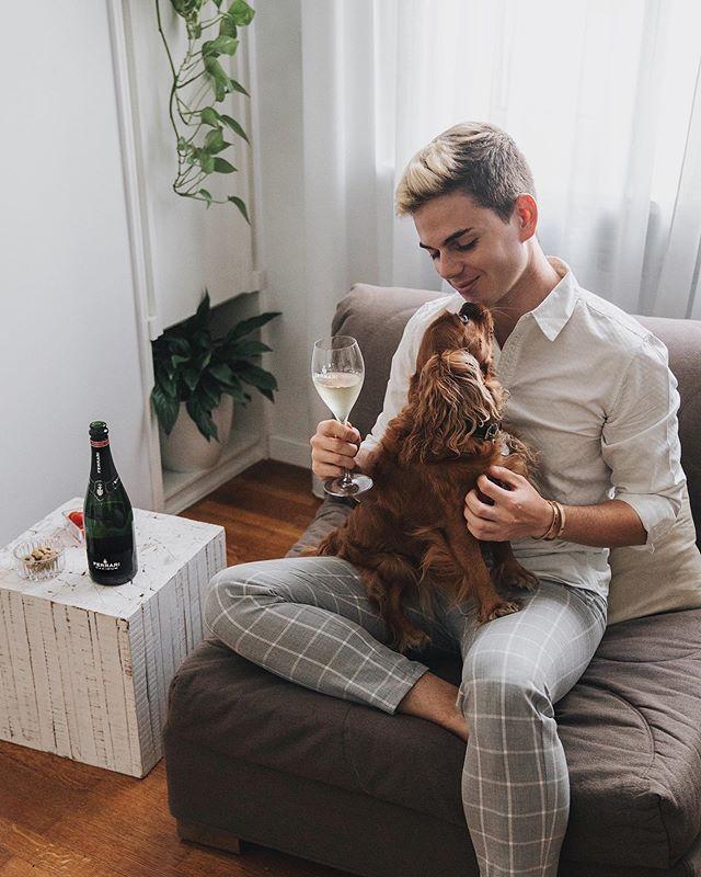 Il massimo a volte lo trovo nelle cose più semplici... come una serata in casa con Eva e un bicchiere di bollicine @ferraritrento. What about you? What's your Maximum? #FerrariTrento #ToTheMaximum #adv