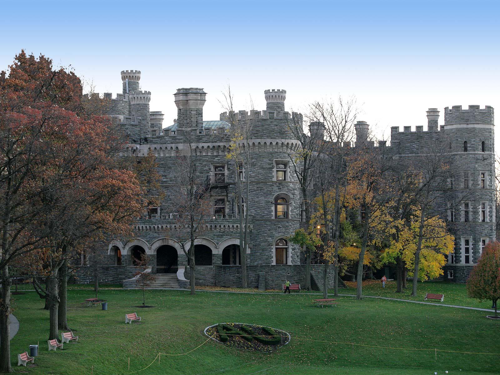 Grey-Towers-Castle-06.jpg