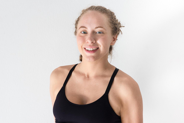 Shelby Shoemaker  (English)  ….  Shelby wuchs mit einem starken Interesse an Philosophie und alternativen Heilmethoden auf und fand vor etwa sechs Jahren ihren Weg zu den Lehren und Übungen des Yoga. Als es an der Zeit war, die Entscheidung zu treffen, ihrem Leben zu folgen, ein ganzheitlicheres Leben zu führen und die schlechten Gewohnheiten aufzugeben, mit denen sie sich zu wohl gefühlt hatte, erkannte sie, wie nützlich Yoga in ihrem Leben sein könnte - oder was auch immer andere tun! Sie glaubt fest an ihren therapeutischen Wert von der Beruhigung des Geistes bis hin zu einem großen Einfluss auf das Leben derer, die an vielen geistigen, körperlichen, geistigen oder emotionalen Beschwerden leiden. Im März 2015 reiste sie nach Rishikesh, Indien - der Yoga-Hauptstadt der Welt -, um ihr 500-stündiges Yogalehrer-Training bei Shiva Yoga Peeth unter der Leitung von Swami Sudhir Anandji und den anderen unglaublich kenntnisreichen Yogameistern zu erhalten ein Teil des Trainingskurses. Mit einem intensiven Studium der Philosophie, Meditation, Pranayama, Anatomie, Kriyas und Asanas kombiniert Shelby jede dieser Disziplinen in ihren Klassen, um das Wissen über die heiligen Praktiken zu verbreiten und die anderen auf ihrer Reise zu begleiten. Durch die Schaffung von spirituell erhebenden, spielerischen Klassen, bei denen Wert auf Ausrichtung, Sicherheit und Neugier gelegt wird, sind alle willkommen! Der Unterricht steht Anfängern offen, die noch nie auf einen matten und lebenslangen Praktiker getreten sind. Sie bemüht sich, anderen zu helfen, den Komfort zu entwickeln, um ihre eigene Yoga-Welt zu erkunden, die sie schon immer erwartet hat.  ..  Growing up with a strong interest in philosophy and alternative healing therapies, Shelby found her path to the teachings and practice of yoga roughly six years ago. When the time came to make the life altering decision to follow her heart, live a more holistic life, and abandon the bad habits she grew too comfortable with, she realize
