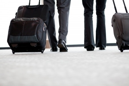 12884512_S_Traveling_luggage_Walking.jpg