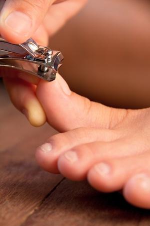 13524574_toe_nail_clippers_female_woman_fingers_trim_foot.jpg
