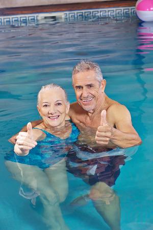 29990510_S_senior_swimming_couple_exercise.jpg