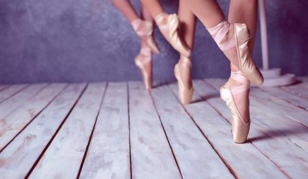 43889818_S_dancers_ballet_toe_shoes_feet.jpg