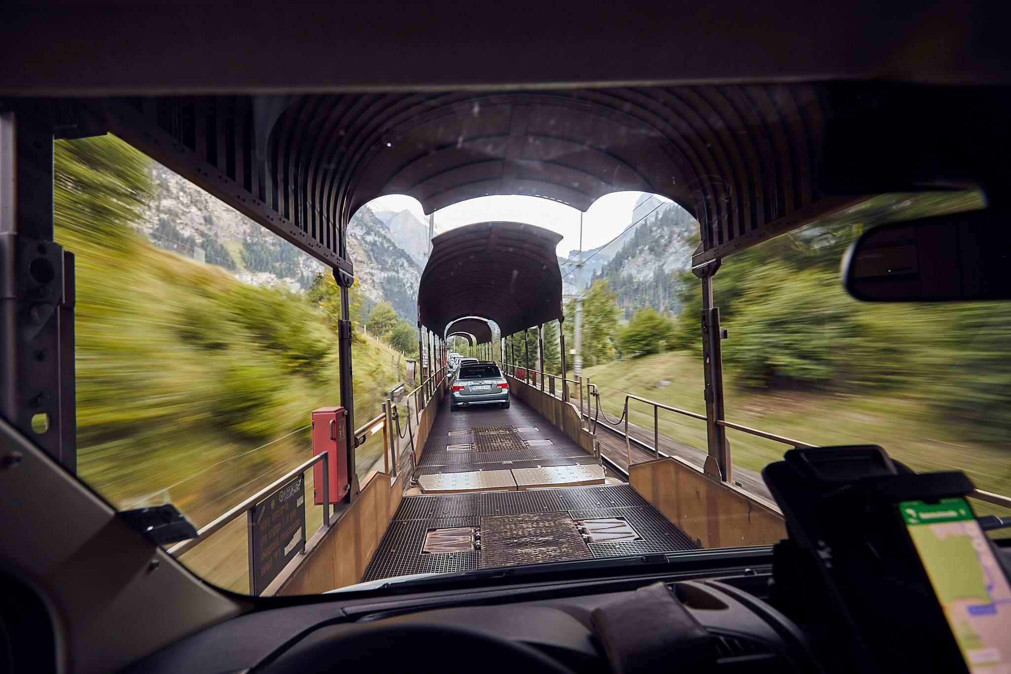 Asa arata platforma de tren pe care a trebuit sa urcam autorulota. Pretty cool!
