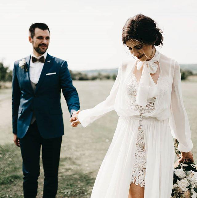 One year ago ❤️ happy anniversary, @bogdanpop.ro. M-am uitat la pozele de la nunta ca sa aleg una sa postez si am amintiri tare frumoase ❤️