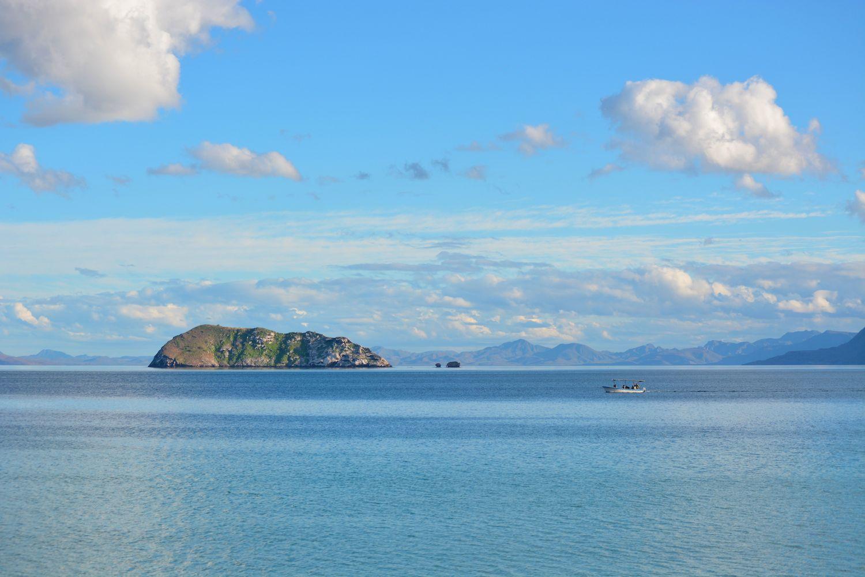 mexican_beaches_bahia_concepcion_boat.jpg