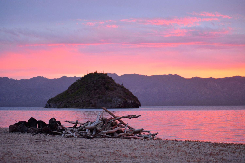 mexican_beaches_bahia_concepcion_sunset.jpg