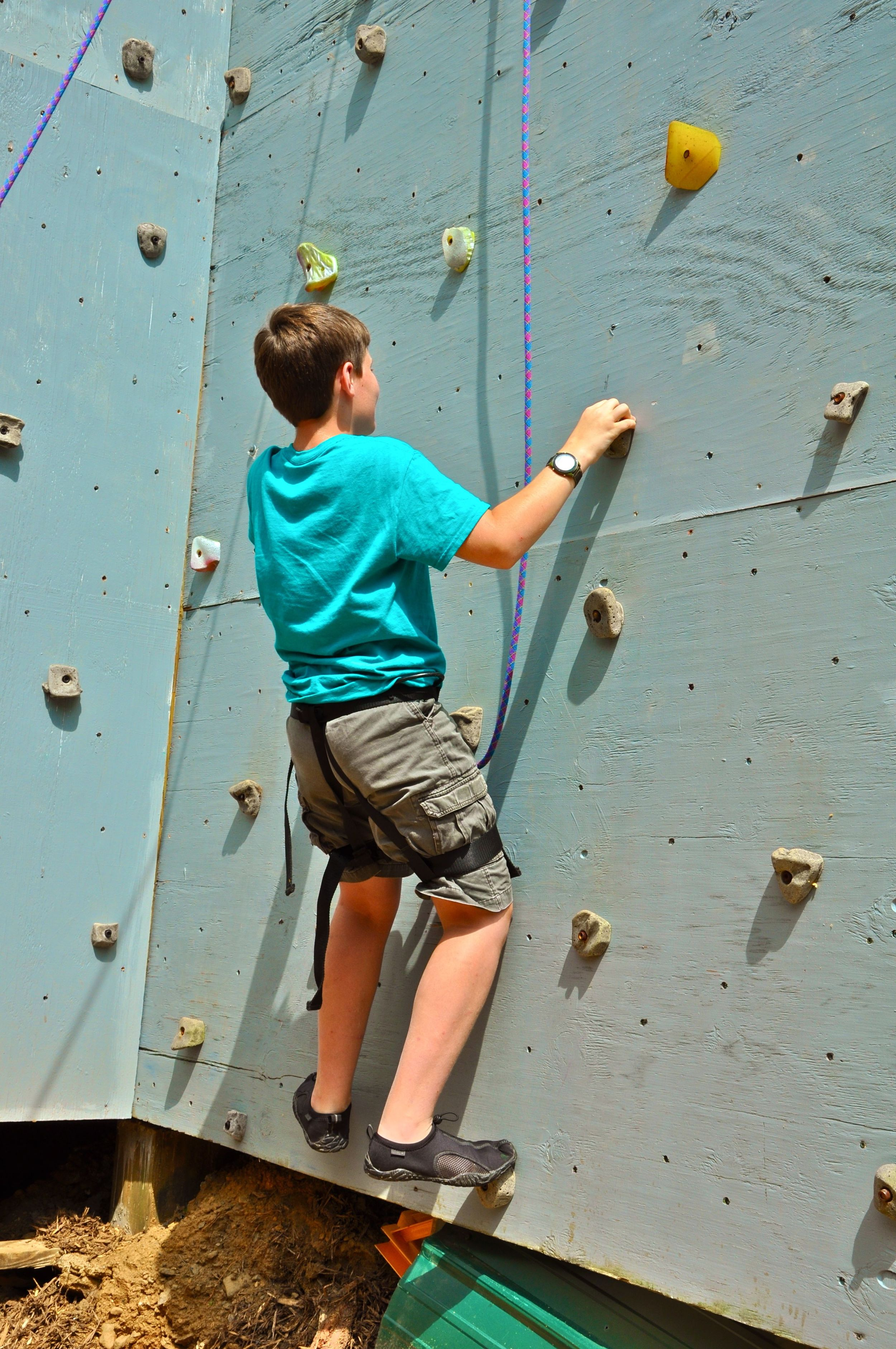 jackson-starts-his-second-climb-up-the-climbing-wall-and-makes-it-all-the-way-to-the-top-in-47-seconds.jpg