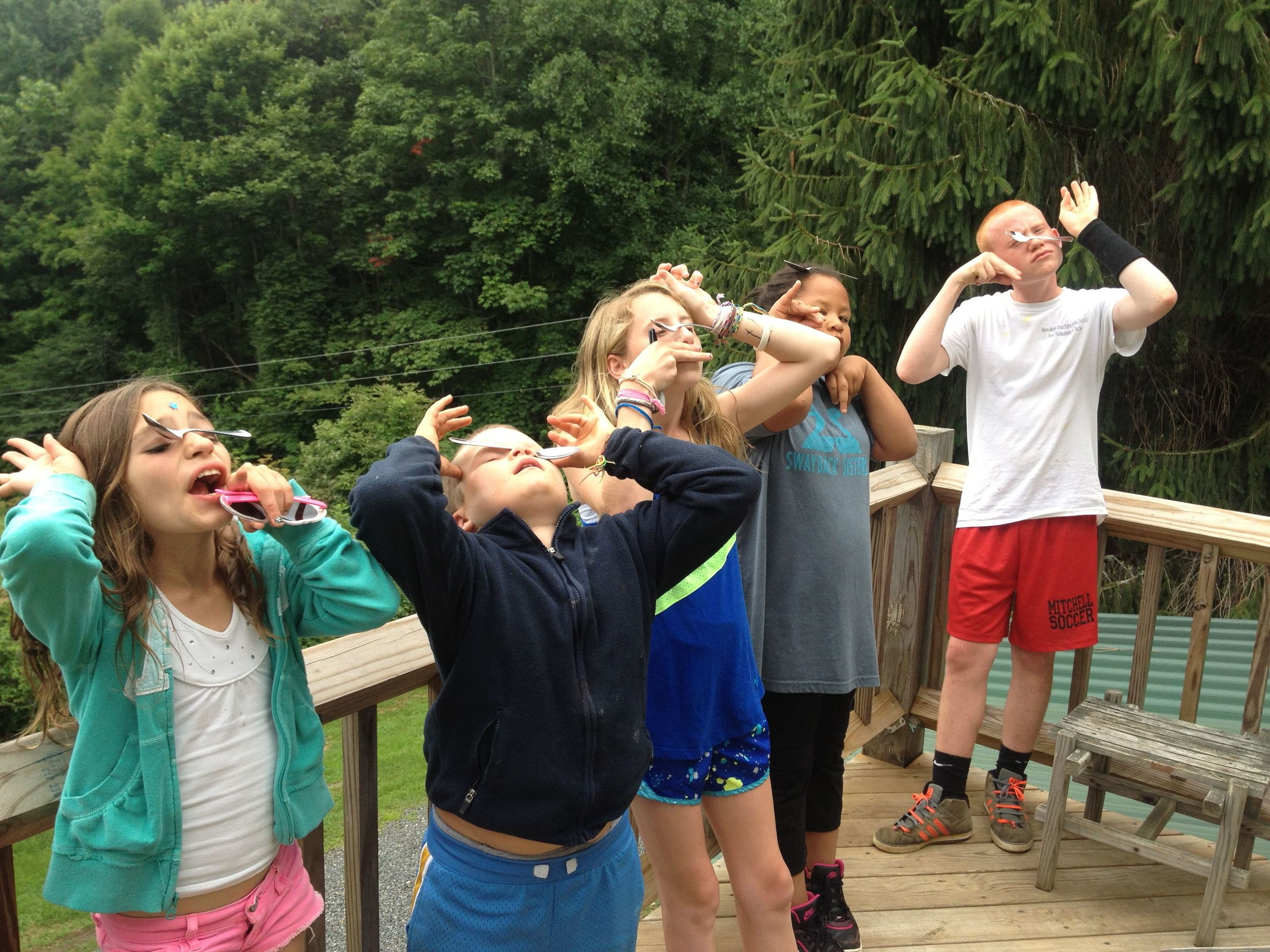 bella-tommy-emily-regianna-and-olson-are-so-talented-balancing-spoons-on-their-nose-while-making-the-22tommy-face.jpg
