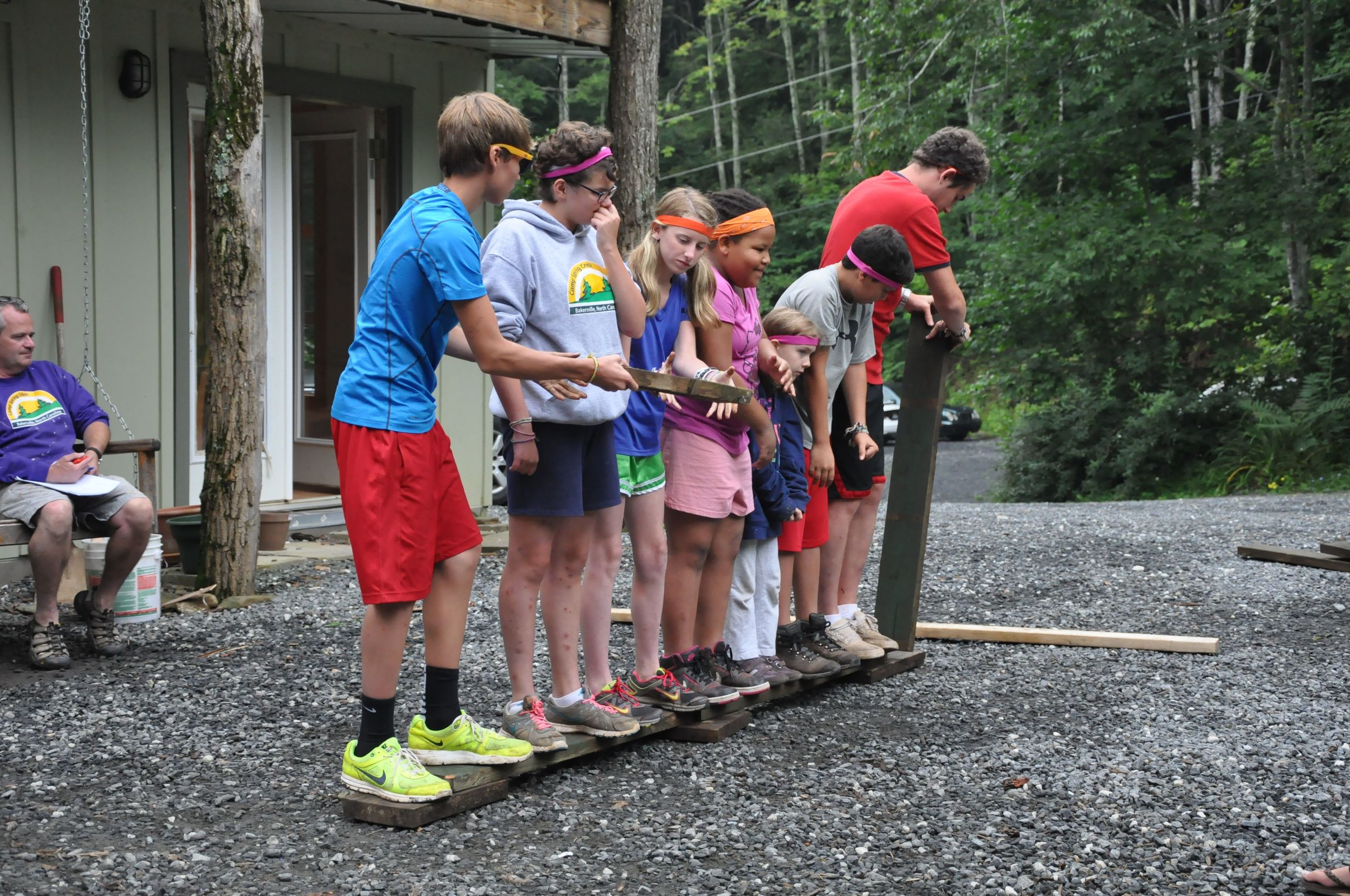 bruce-michelle-emily-regianna-abby-ethan-and-ben-demonstrate-that-teamwork-is-the-best-stradegy-in-this-challenge.jpg