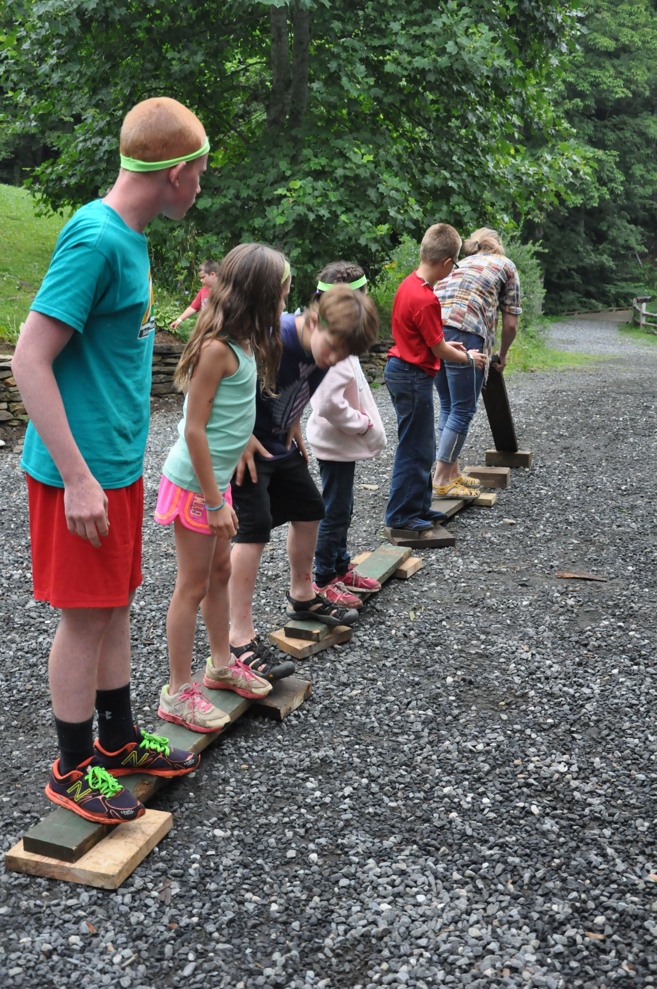 the-teams-had-to-learn-patience-and-balance-in-the-plank-challenge-olson-bella-philippe-morgan-and-dylan-patiently-wait-for-kelsey-to-hand-up-the-next-board.jpg