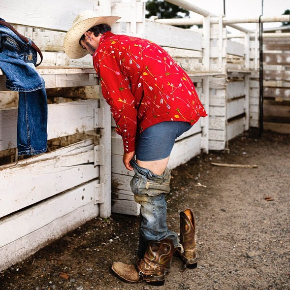 Cowboy gets ready for the rodeo. #rodeolife #rodeophotography #americanrodeo #cowboys #steerwrestling #tiedownroping #teamroping #barrelracing #horsebackriding #steerwrestling #bullriding #saddlebronc #horserider #westernlifestyle #photojournalism #strobes #portrait #saddlebronc #documentaryphotography #profoto #postproduction #editing #photoshop #photography #prorodeo #rodeophotography #calfroping