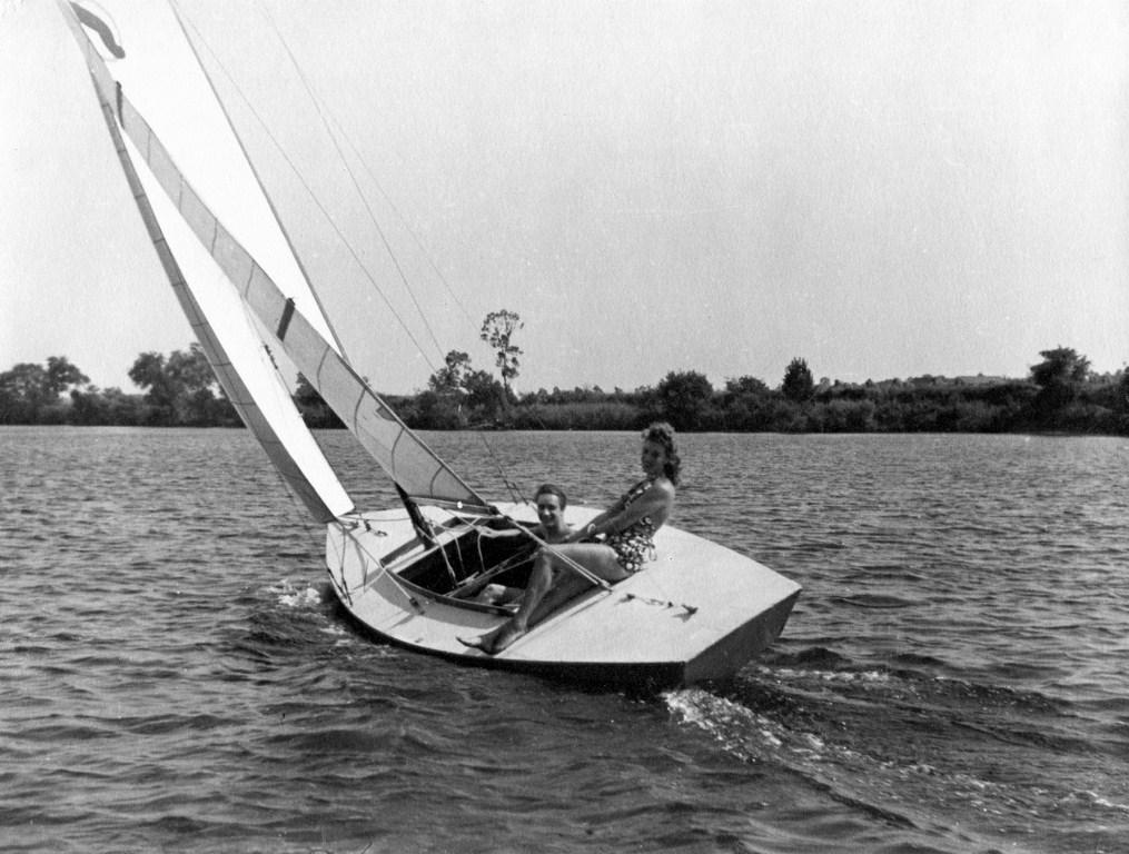 Aimable navigation sur La Seine en 1937  (Archives YCIF)