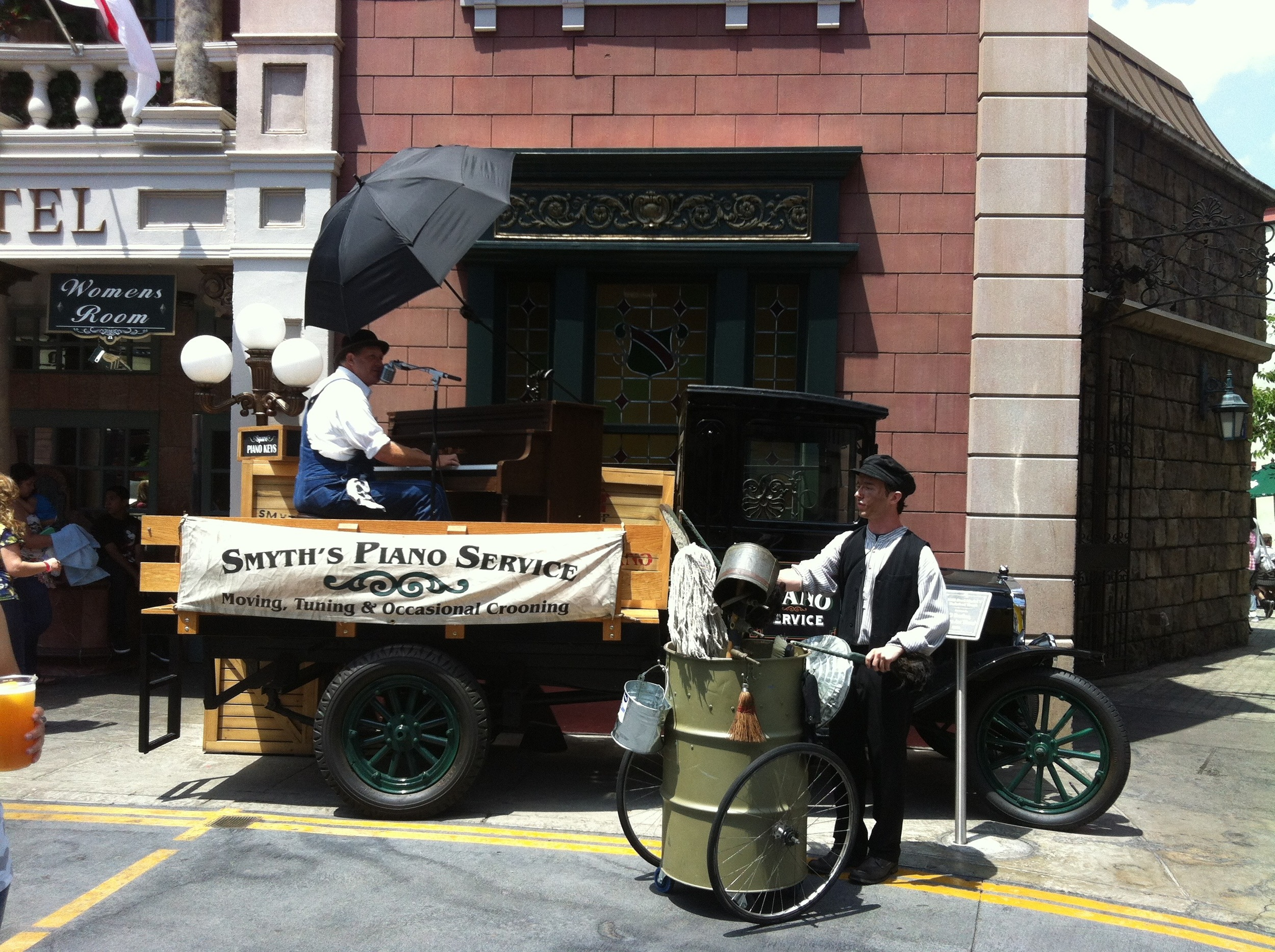 """Thomas the Dustman"", Strolling Entertainer, Universal Studios Hollywood"