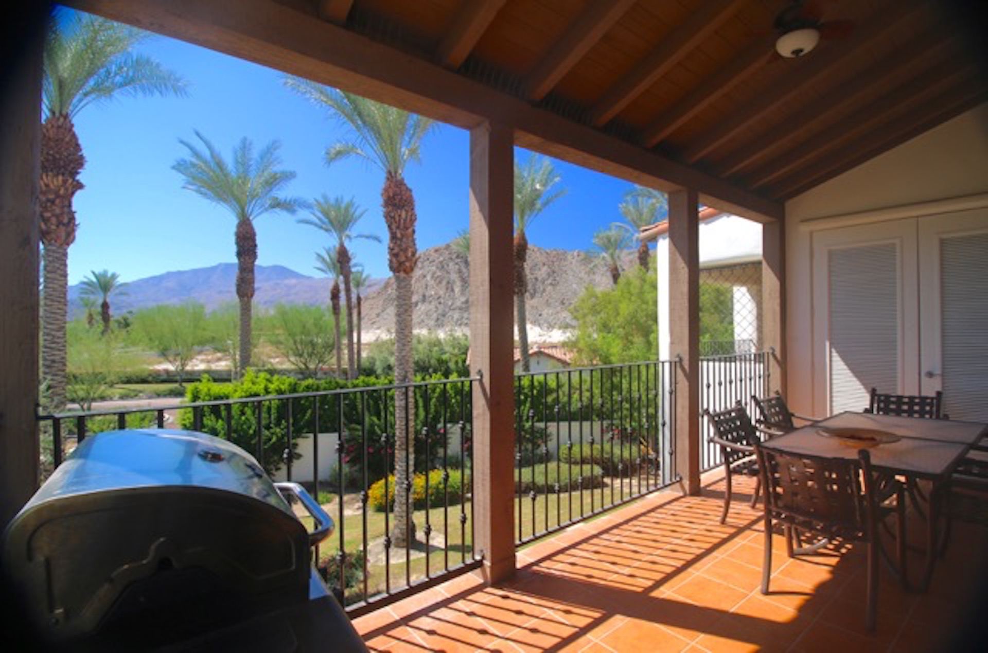 Mountain Views, Palm Trees and FRONTAGE! (3BR/3BA)