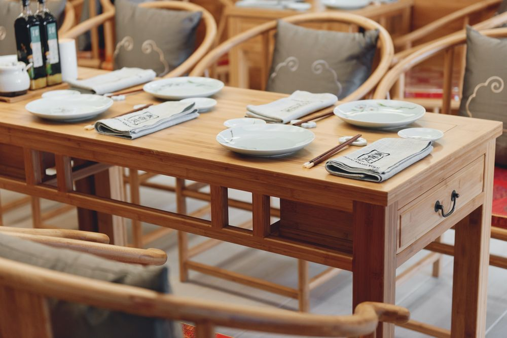 The tables inside are gorgeous and serene. You can even find napkins in the drawers!