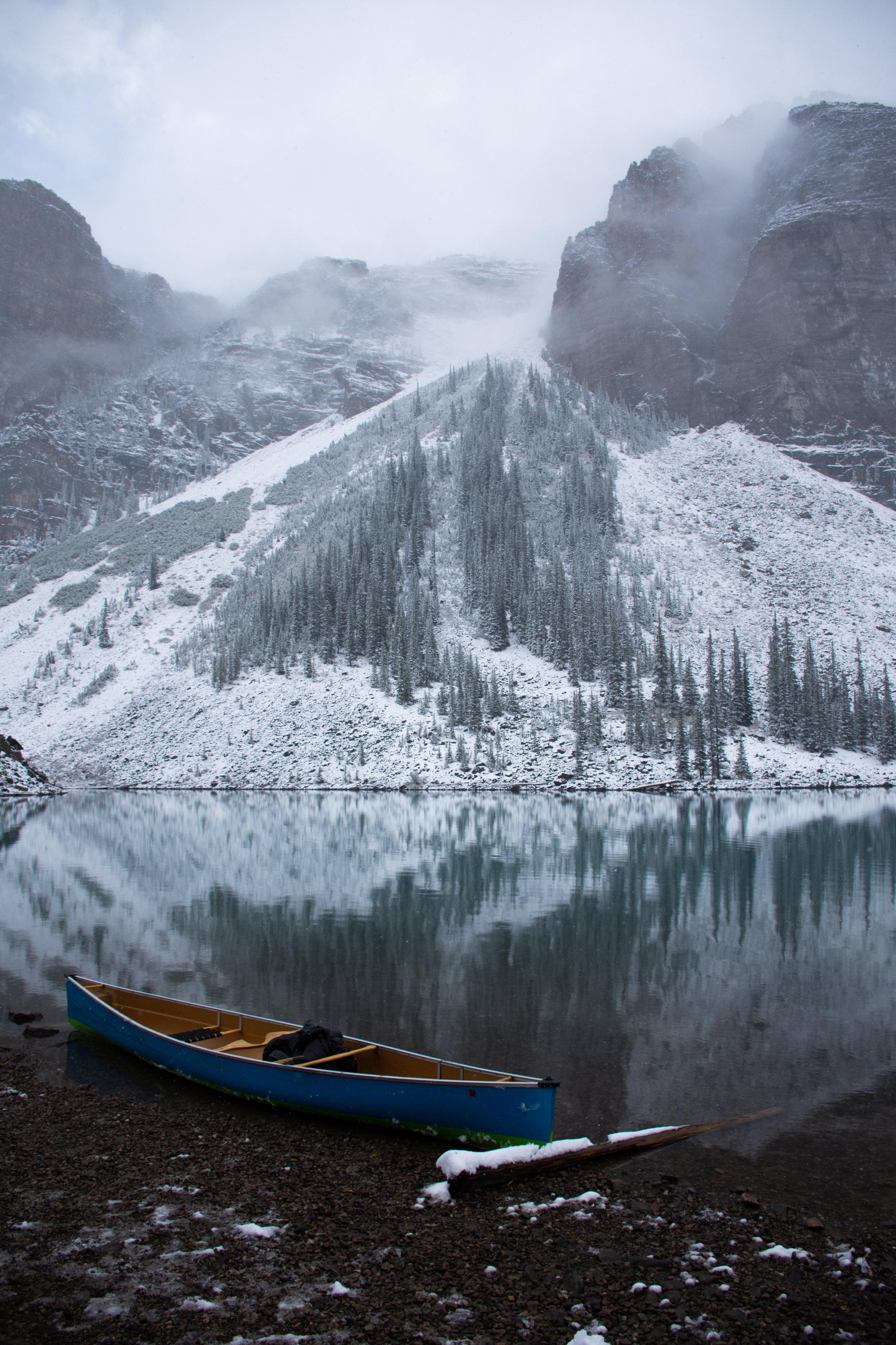 A blue kayak on Lake Moraine -